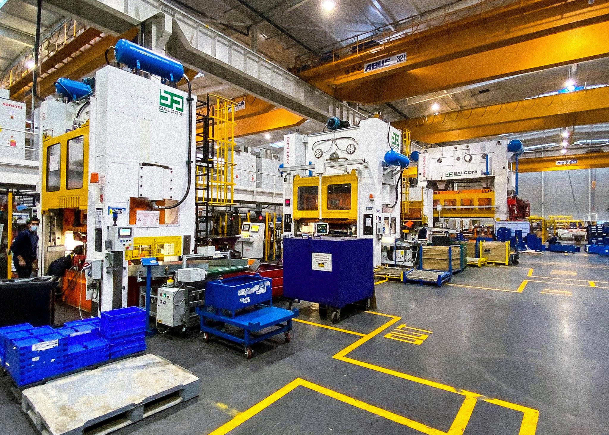 Atelier de production avec des presses automatiques 200T, 400T et 2000T transfert - Snop Tanger